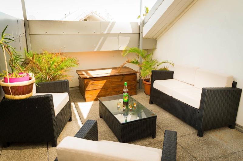LEU CHANA'PPART, T2, grande terrasse, Saint-Leu centre, proche lagon,, casa vacanza a Saint-Leu