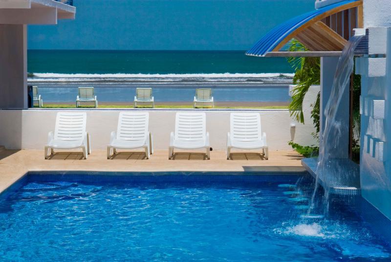 Casa neuf piscine et la plage de Jaco
