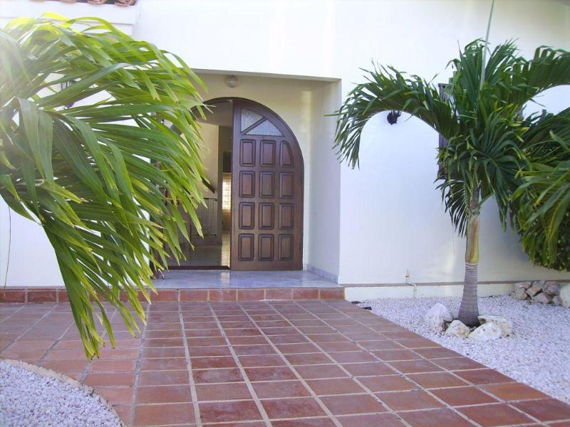 Main entrance of Kas ku Palma.