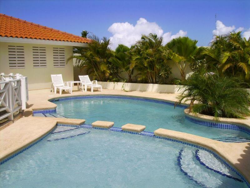 Il pooldeck offre 10 comode sedie a sdraio, dove è possibile infinite rilassarsi e prendere il sole.