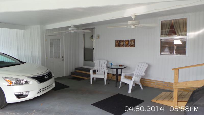 Carport with 2 fans