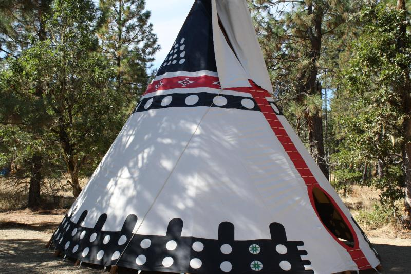 Beautiful Hand Painted 22' Indian TiPi., holiday rental in Cave Junction