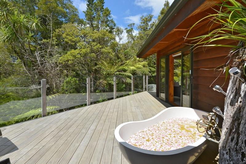 Romantic secluded outdoor bath on deck