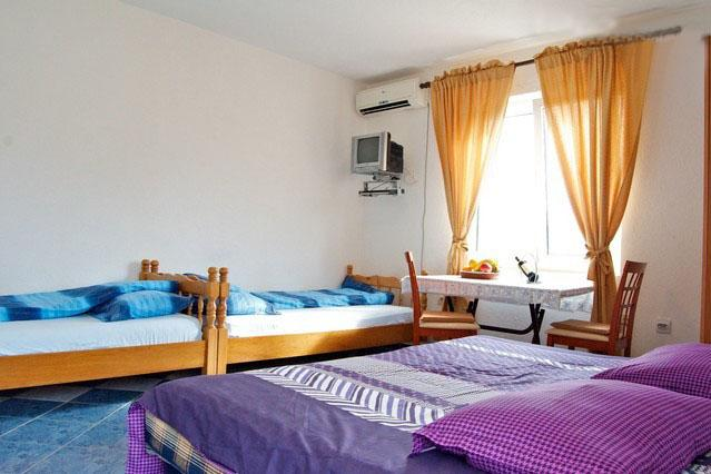 Maki Apartments, Studio with Balcony (3 Adults), vacation rental in Tivat Municipality