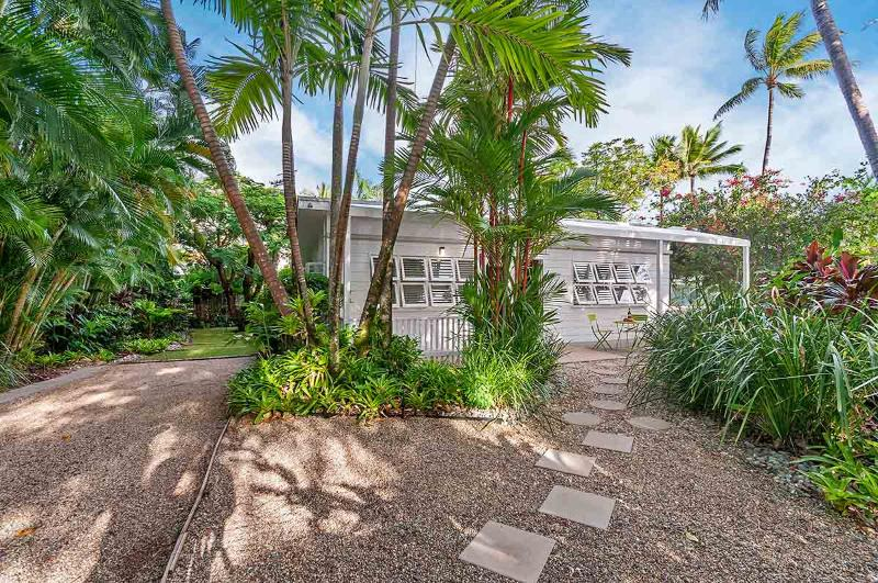 Nota Villa Port Douglas An Original Beach Cottage, vacation rental in Port Douglas