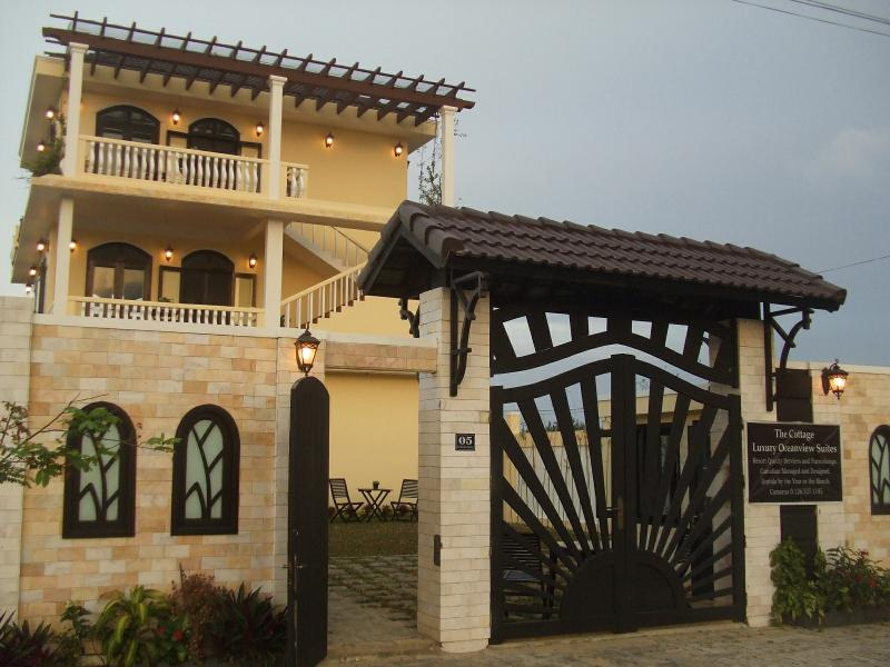 Oceanview Villa, the Somerset or Muskoka Apartment, aluguéis de temporada em Da Nang