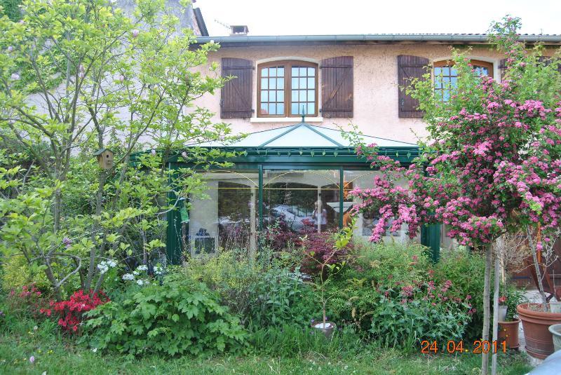 2 CHAMBRES ds Jolie Maison à LA CAMPAGNE PRES LYON, vacation rental in Rhone