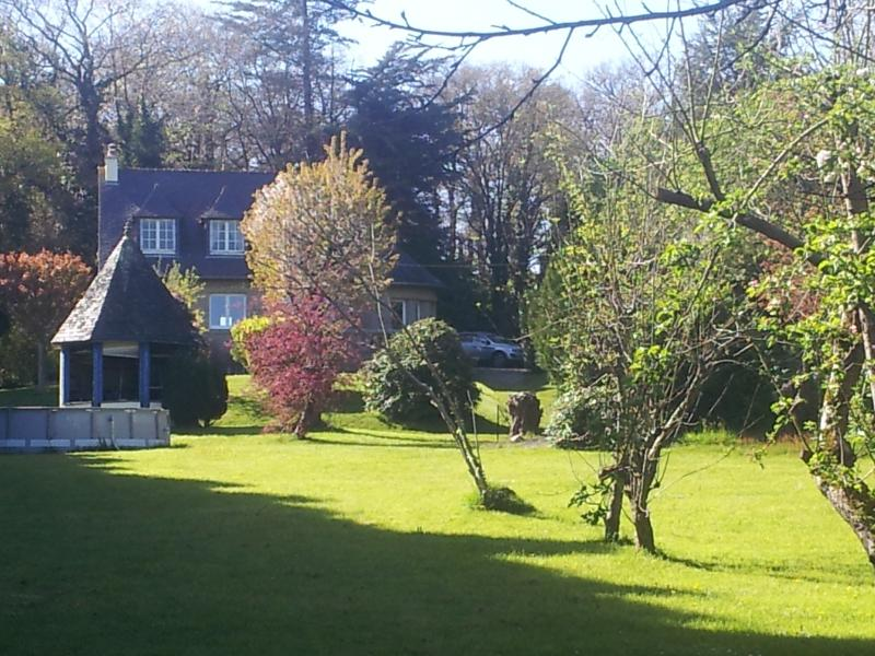Beautiful Breton Holiday Home in Stunning Grounds with Swimming Pool - Sleeps 9+, holiday rental in Merdrignac
