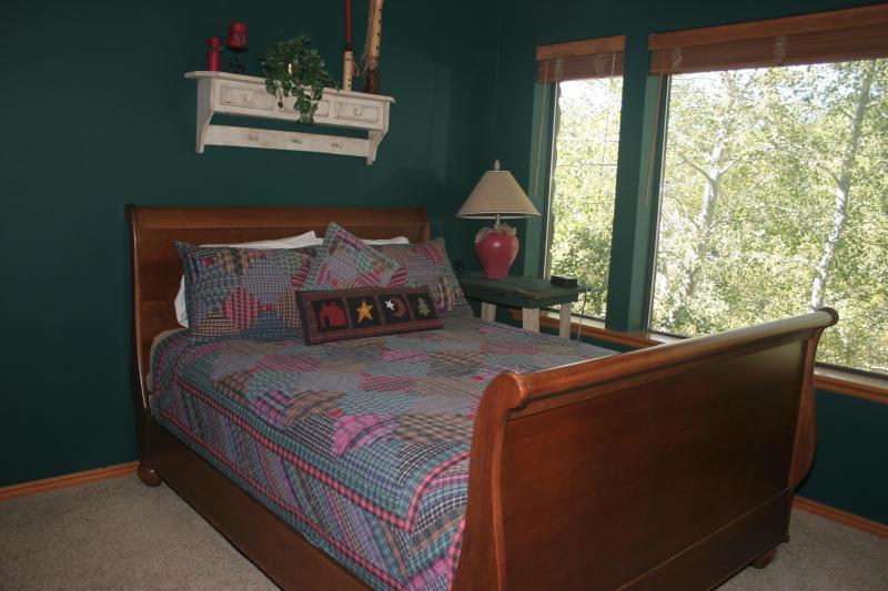 Bedroom number 3 with queen bed