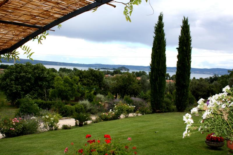 vista del Lago di Bolsena dall'ingresso dell'Agriturismo