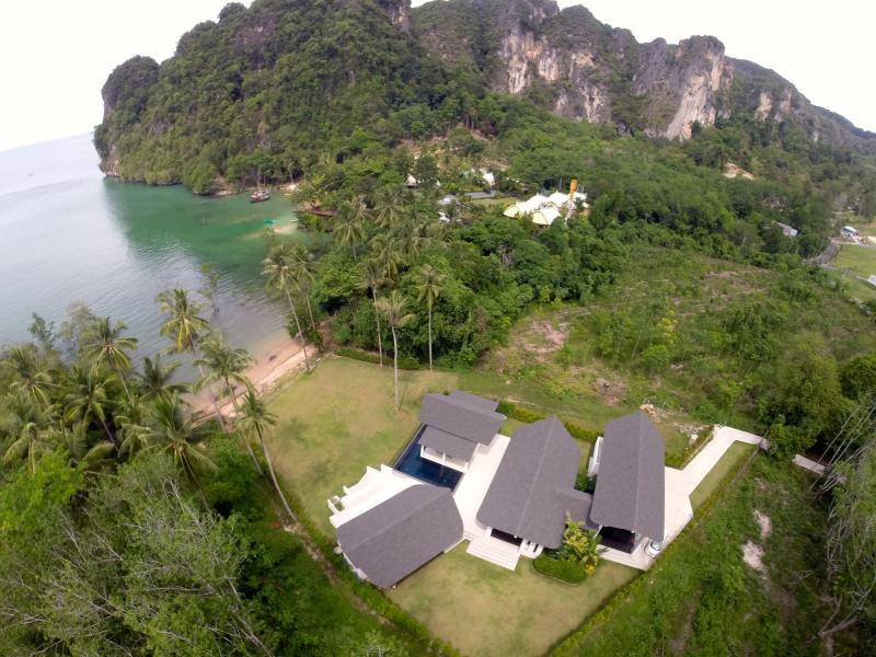 Krabi Beach House Beachfront Villa in near AoNang, holiday rental in Ao Nang