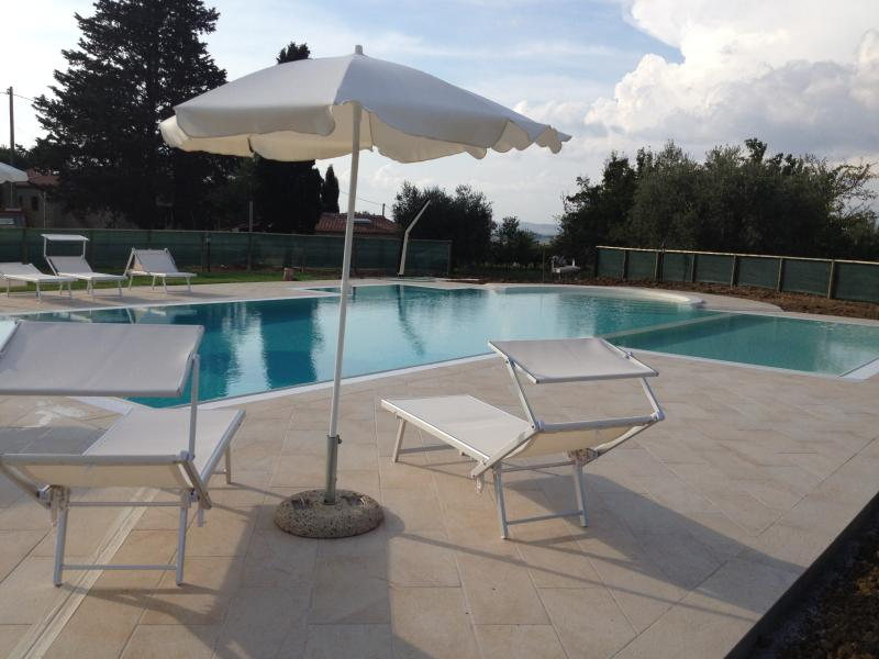The pool is in full sun, 50 meters away from the cottage. Equipped with umbrellas and sunbeds.