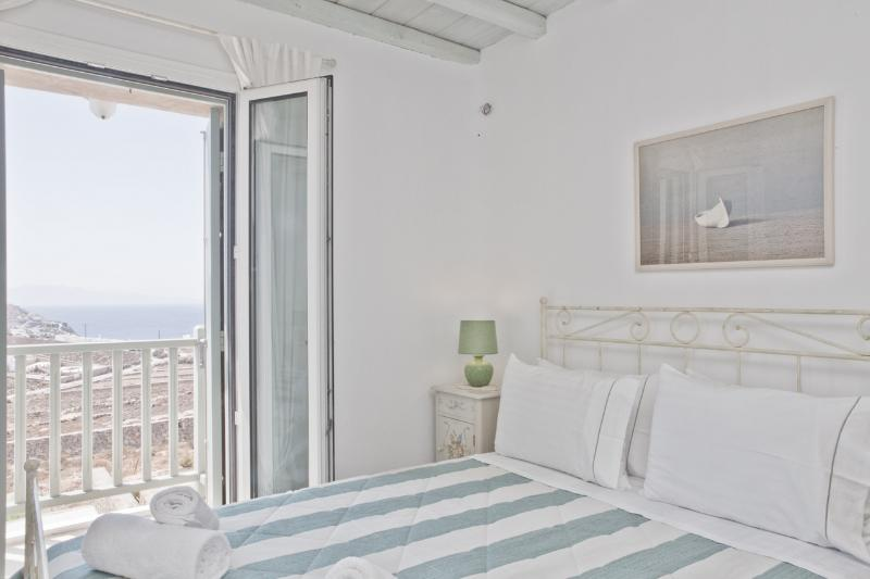 Luxury Villa with unique SEA VIEW, holiday rental in Elia