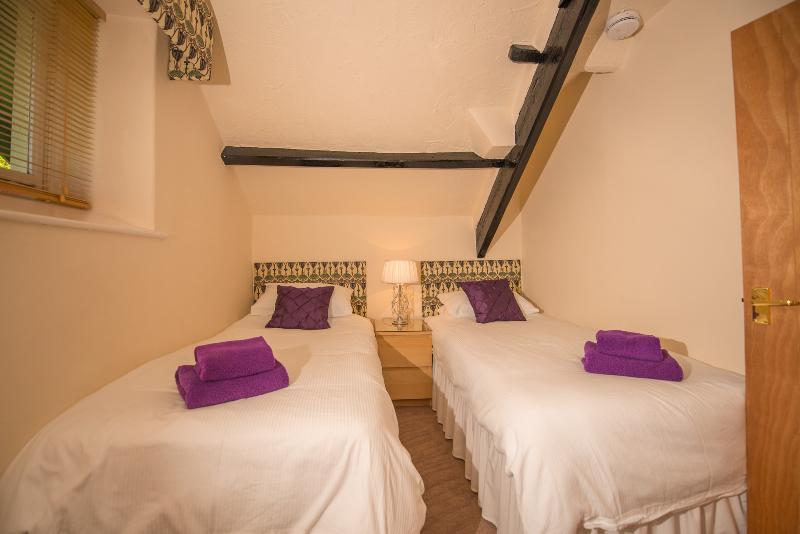 Bedroom 2 (Purple)
