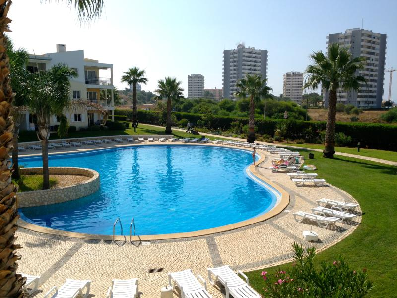 Magnificent Pool View, Free Wi-Fi - (12250/AL), location de vacances à Alvor