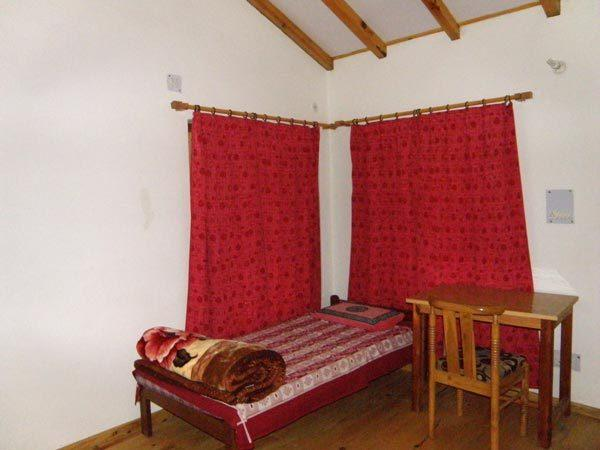 Bisht Guest House in Almora, UK, vacation rental in Jageshwar