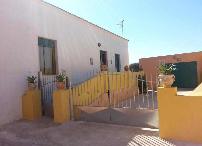 Villetta a 500 metri dal mare, vacation rental in Petrosino