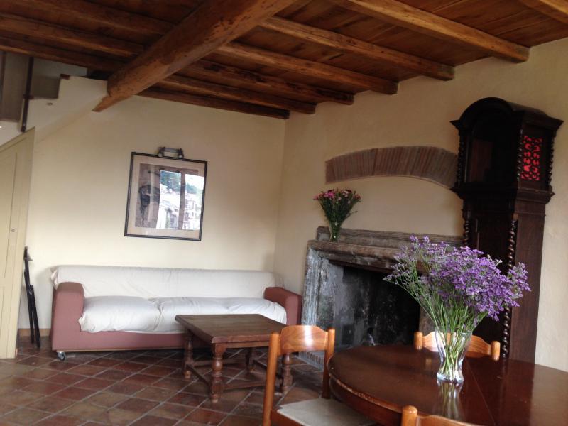 Apartment historical center of Capena, Rome, casa vacanza a Riano