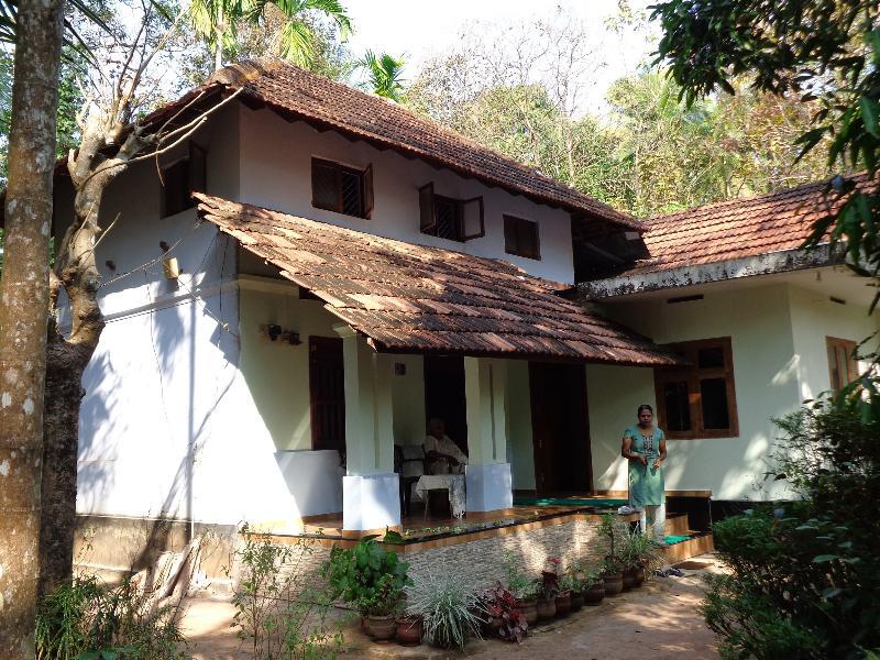 Rajalakshmi and Jisha are your hosts next-door
