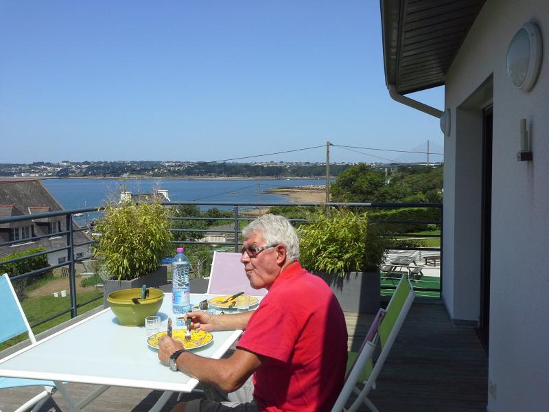 la terrasse devant le coin repas