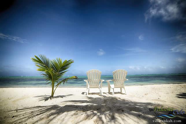 Un Pedacito del Cielo, relaxing on the beach facing the Caribbean Sea
