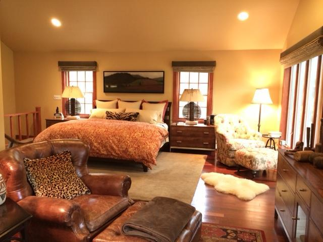 Master bedroom suite - 700 square feet