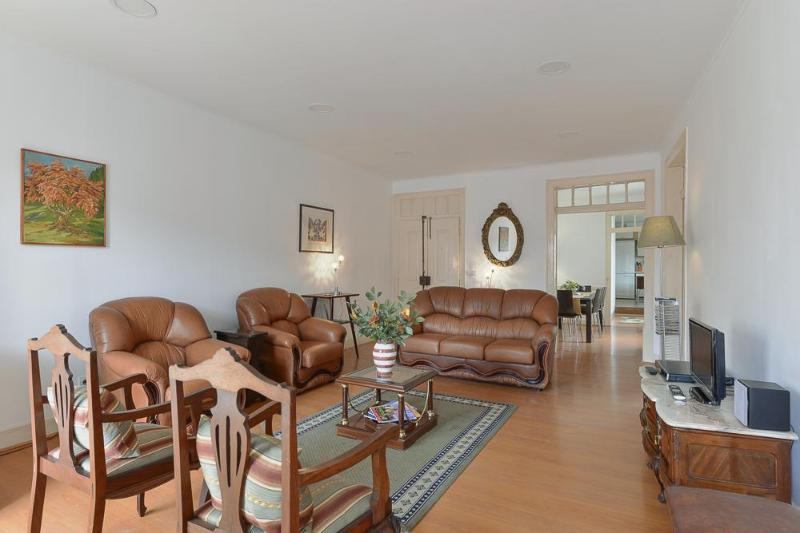 Traditional spacious luxury type in best quarter, holiday rental in Lisbon