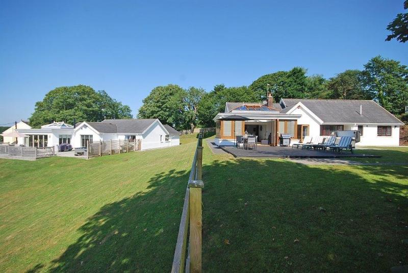 Oaktree Lodge with Amber Cottage next door - luxury property also available for holiday letting