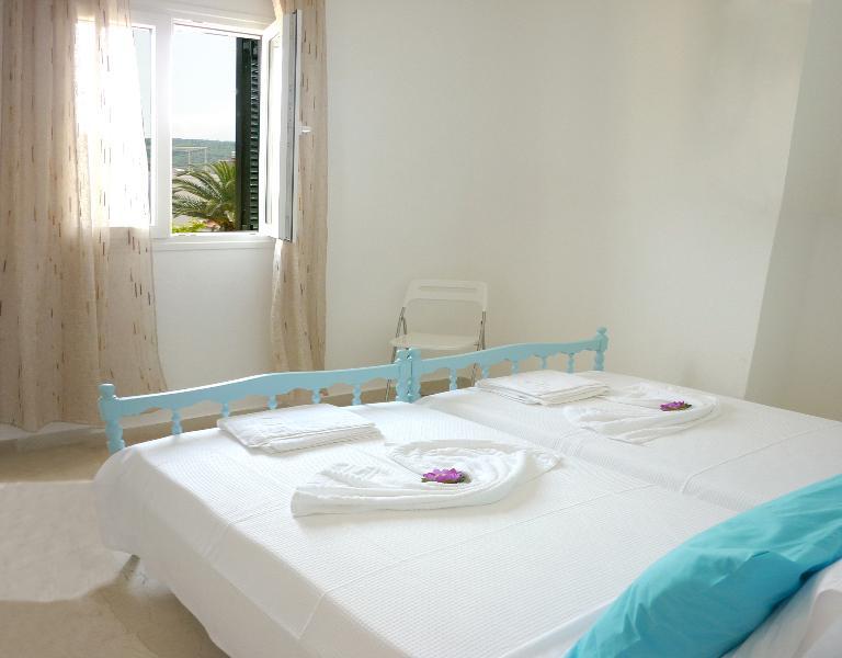 Twin Bedroom at the rear - Upper Floor Apartment
