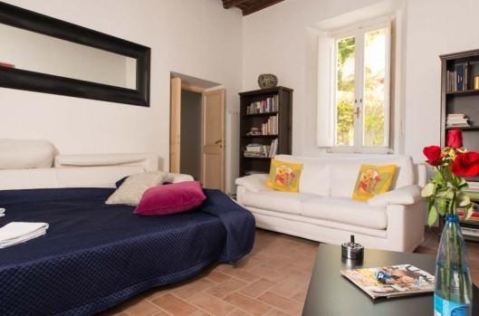 precioso apartamento en Campo dei Fiori 2 dormitorios y 2 baños, cocina cómoda