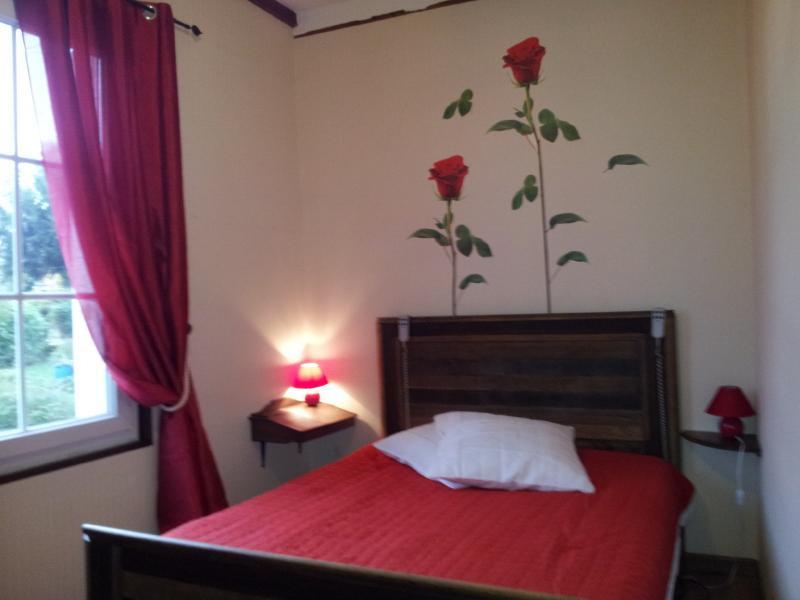 chambre au premier étage avec un lit 140*190