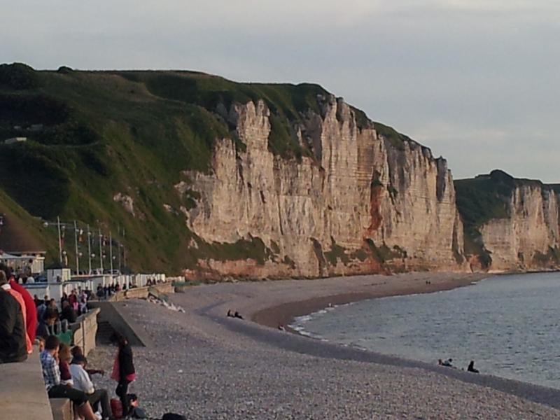 plage de Fécamp avec les falaises normandes