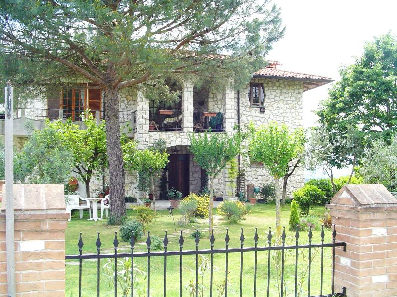 Casa Julian Limone Apartment, location de vacances à Gioiella