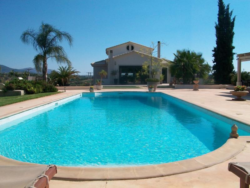 Pool villa near Athens airport and Porto Rafti beaches