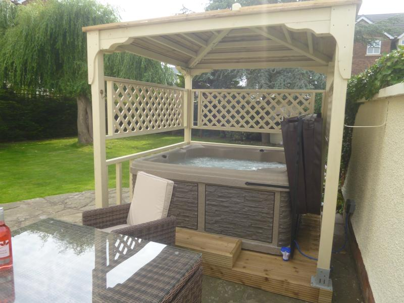 Hot Tub and rattan suite for exclusive use of guests in private garden