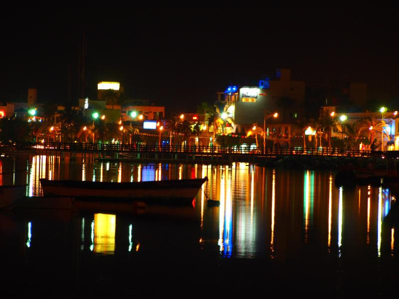 Nightview van La Paz' Seawalk