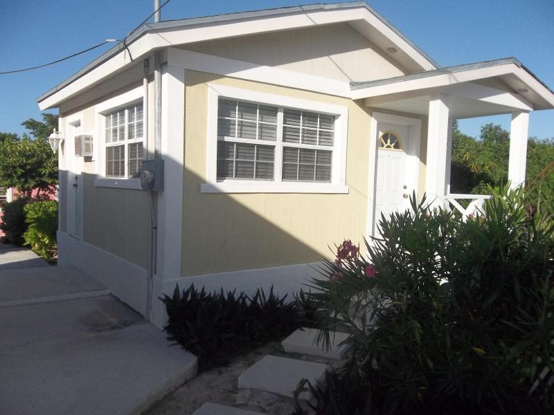 The colonial rental suite,Moss town exuma, holiday rental in Rolleville