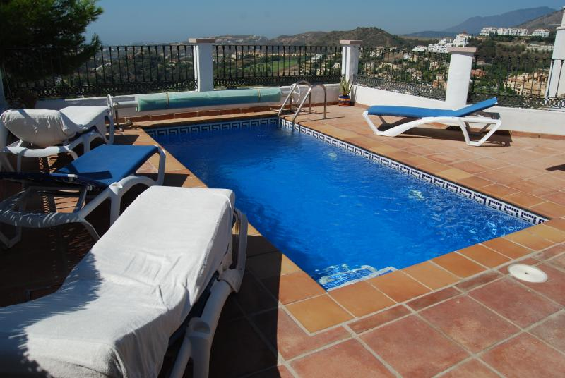 Stunning Town House | Amazing Sea Views | Sun-Soaked Terraces | Private Pool, holiday rental in Benahavis