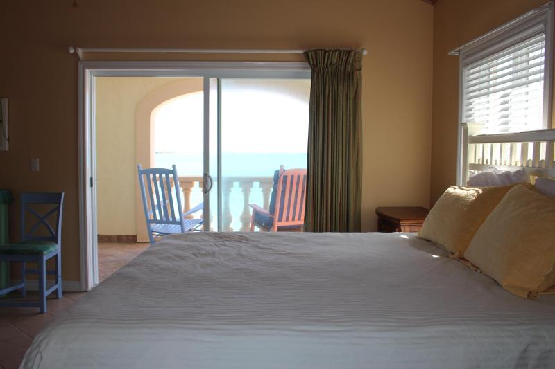 Master bedroom, 2nd floor, en suite, great views, balcony access