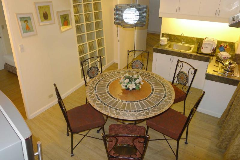 Charming serviced apartment in the heart of Manila, vacation rental in Laguna Province