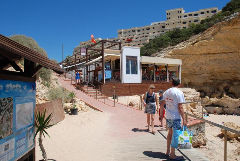Beach bar and restaurant with acceptable prices.