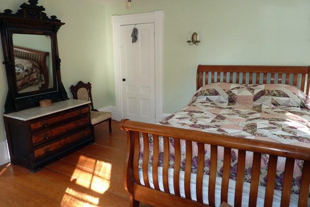 Queen bed in south facing main floor bedroom
