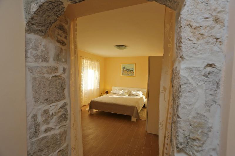 Apartments Jure, vacation rental in Nin