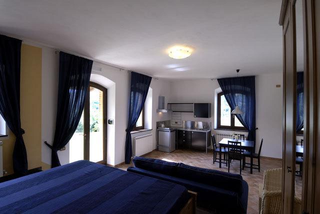 Loft sul Lago di Polverina, holiday rental in Valle E Castello