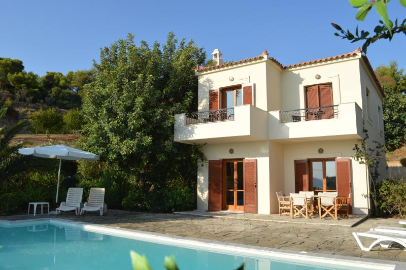 VILLA ELENI BEAUTIFUL VILLA WITH PRIVATE POOL, holiday rental in Kosta