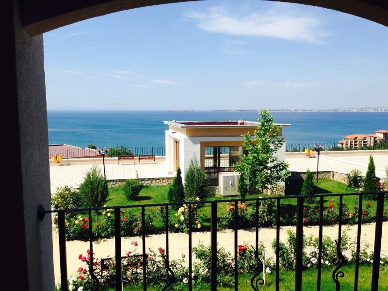 2 bedrooms apartment with wonderful sea view, holiday rental in Sveti Vlas