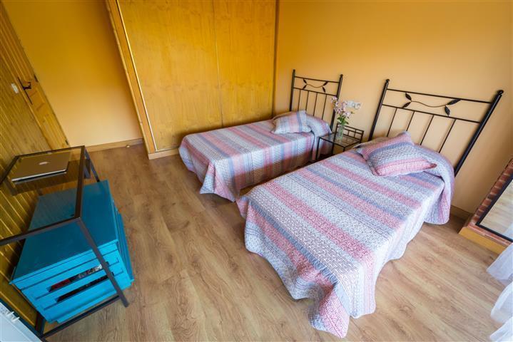 Bedroom 2 beds 90 cm.