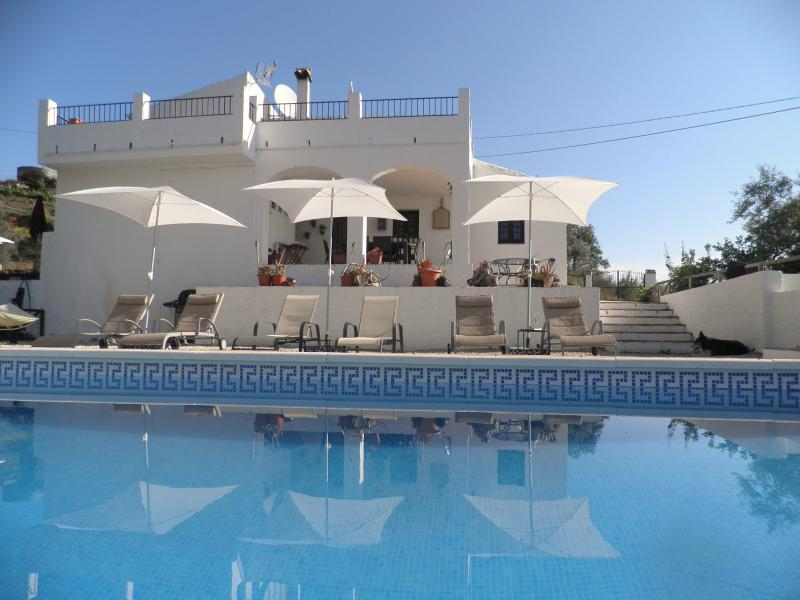 Casa Colina Staffed Villa in Andalucia, holiday rental in Comares
