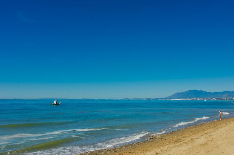 The beach Playa el Alicate is 2 minutes walking