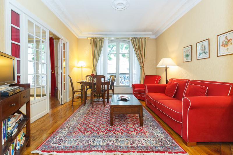 Clair de Lune- a two bedroom apartment-Montmartre, location de vacances à Paris
